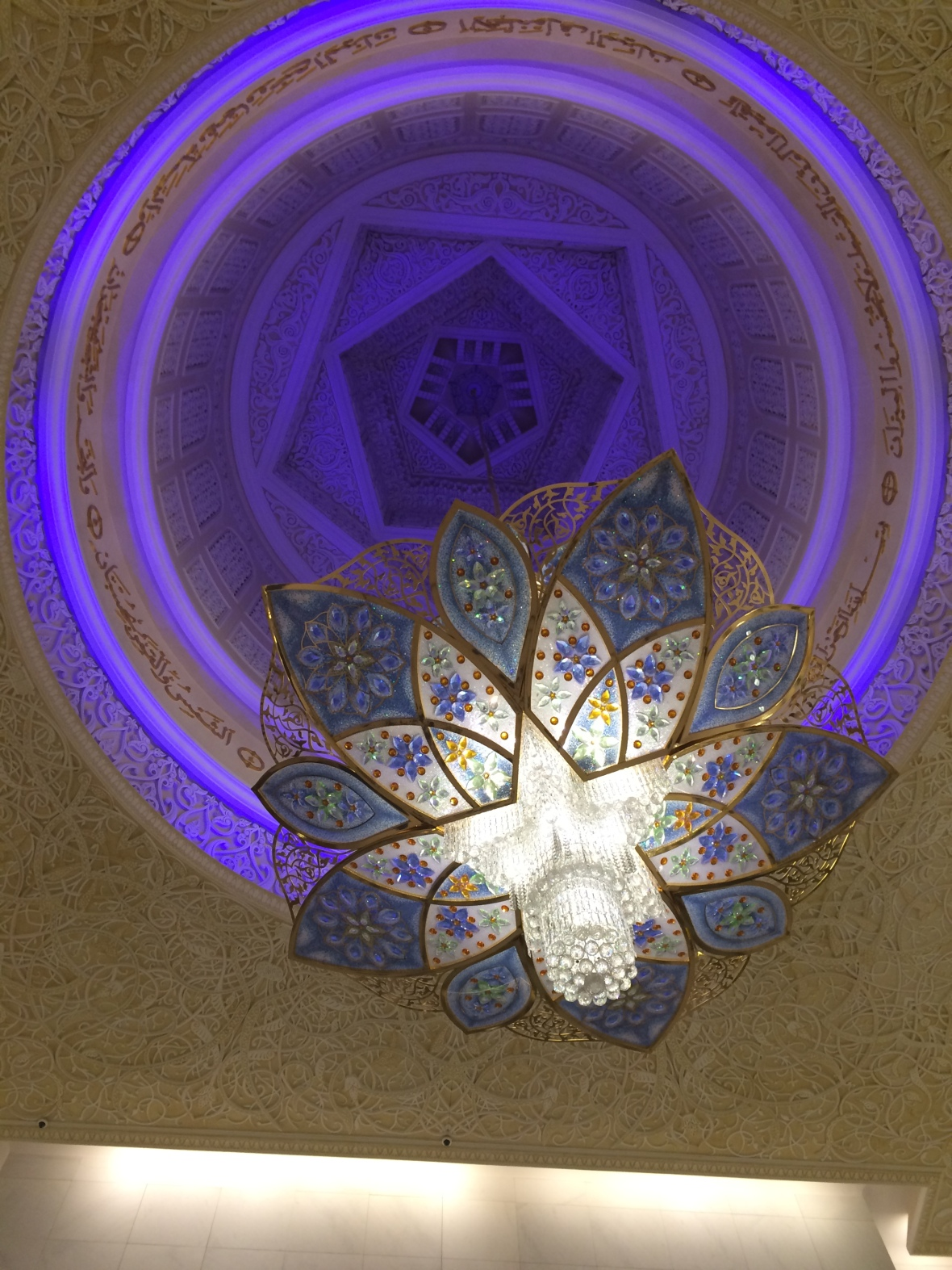 Chandelier, White Arches, Sheikh Zayed Grand Mosque, Abu Dhabi, UAE