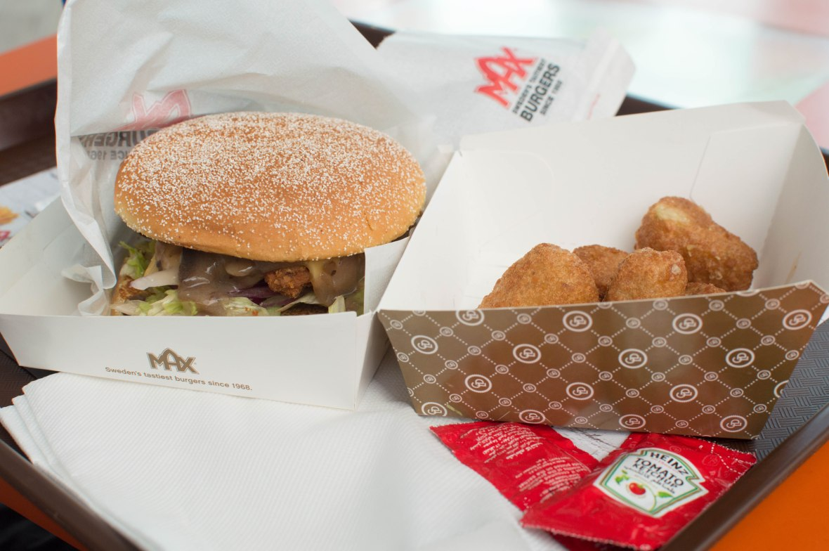 Mushroom Swiss Burger and Jalepeno Poppers, Max Burger, Al Wahda Mall, Abu Dhabi, UAE