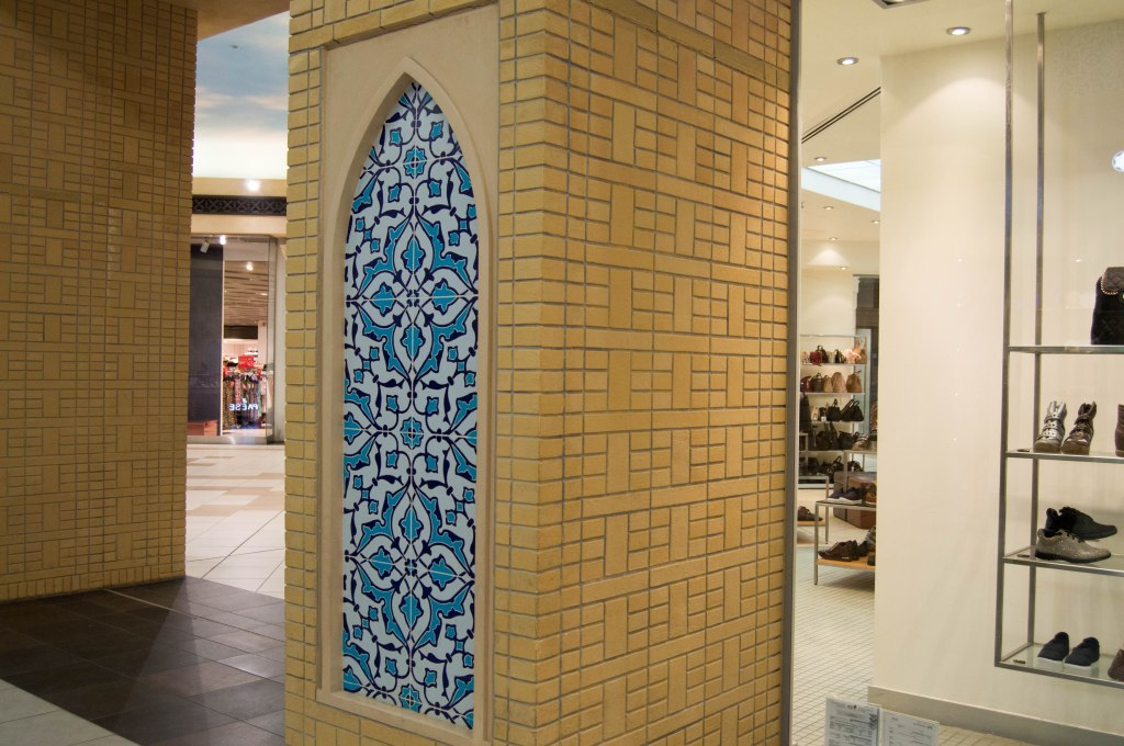 Pillar Decor, Persian Court, Ibn Battuta, Dubai, UAE
