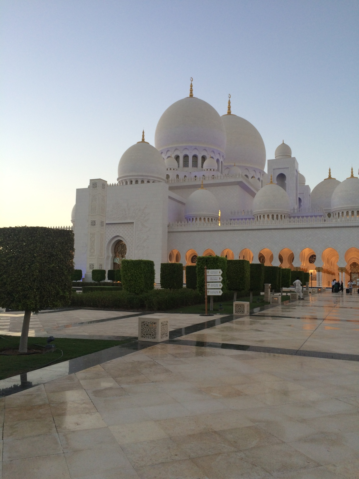 Side View, Sheikh Zayed Grand Mosque, Abu Dhabi, UAE