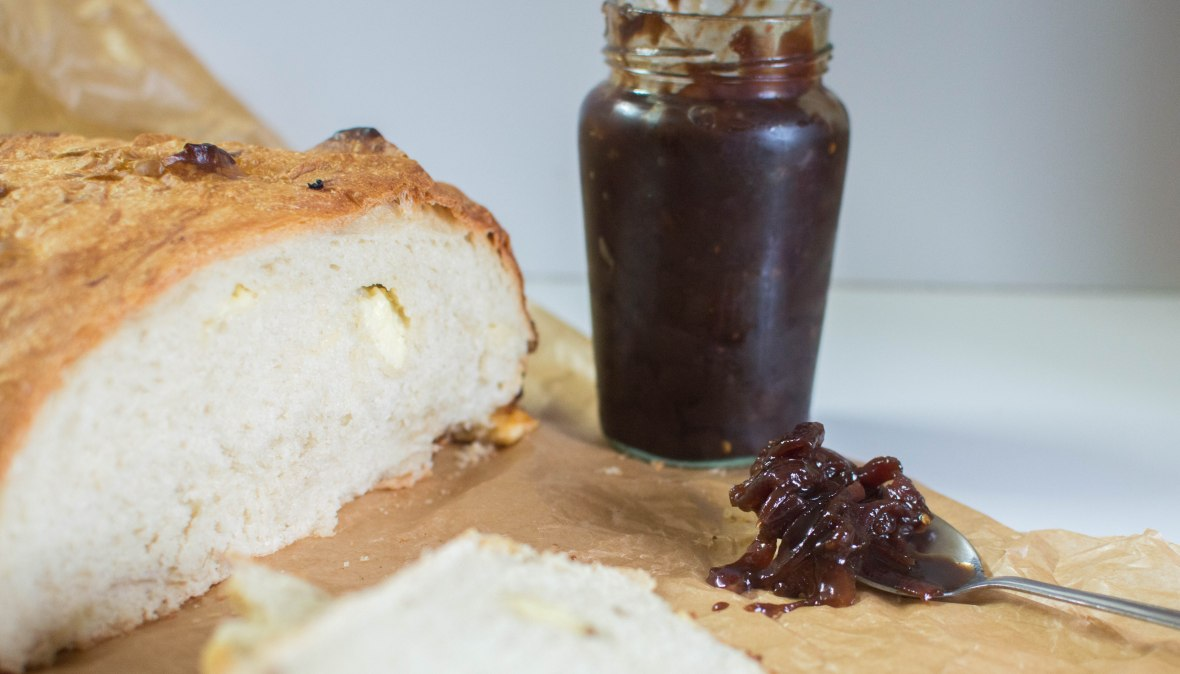 Cheddar Cheese And Red Onion Chutney Bread