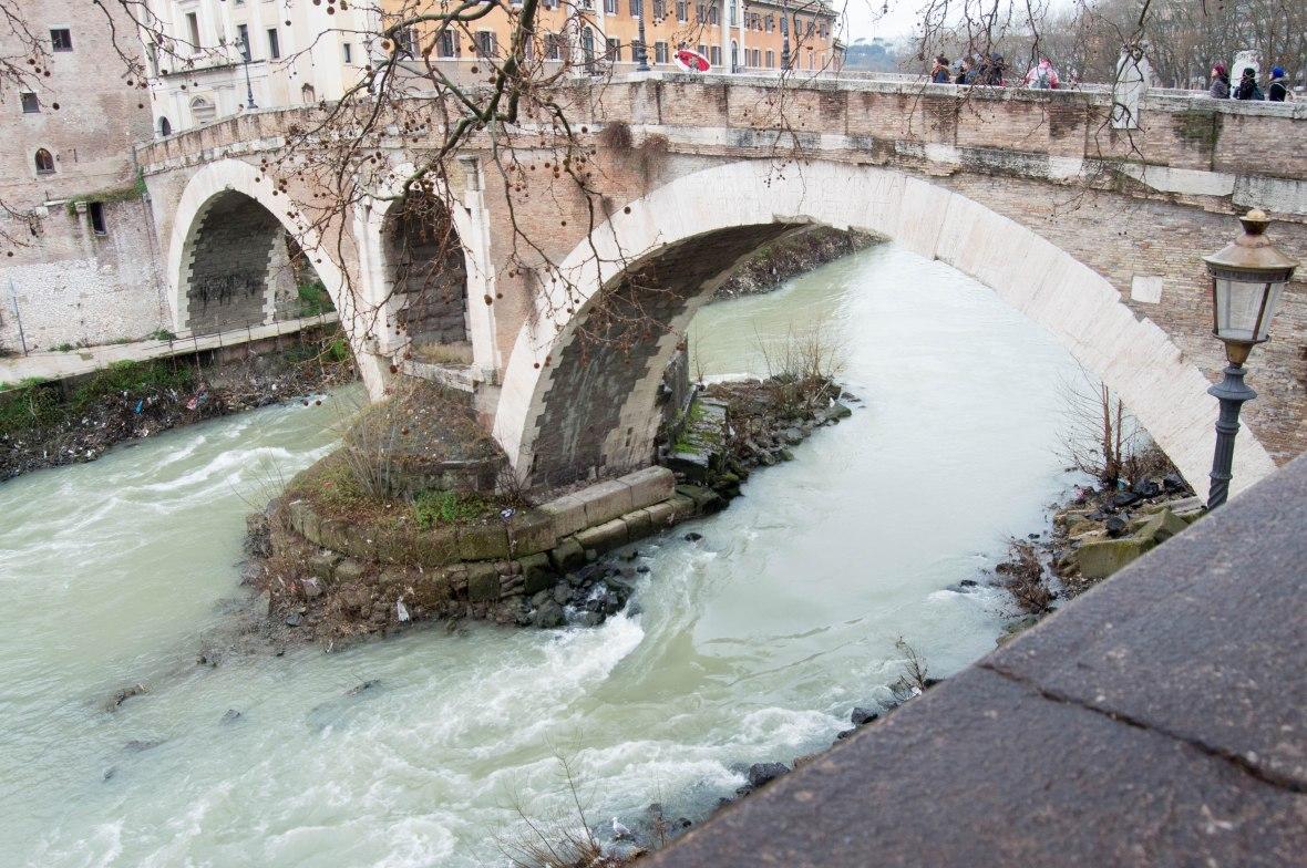 River Tiber, Ponte Fabricio, Rome, Italy