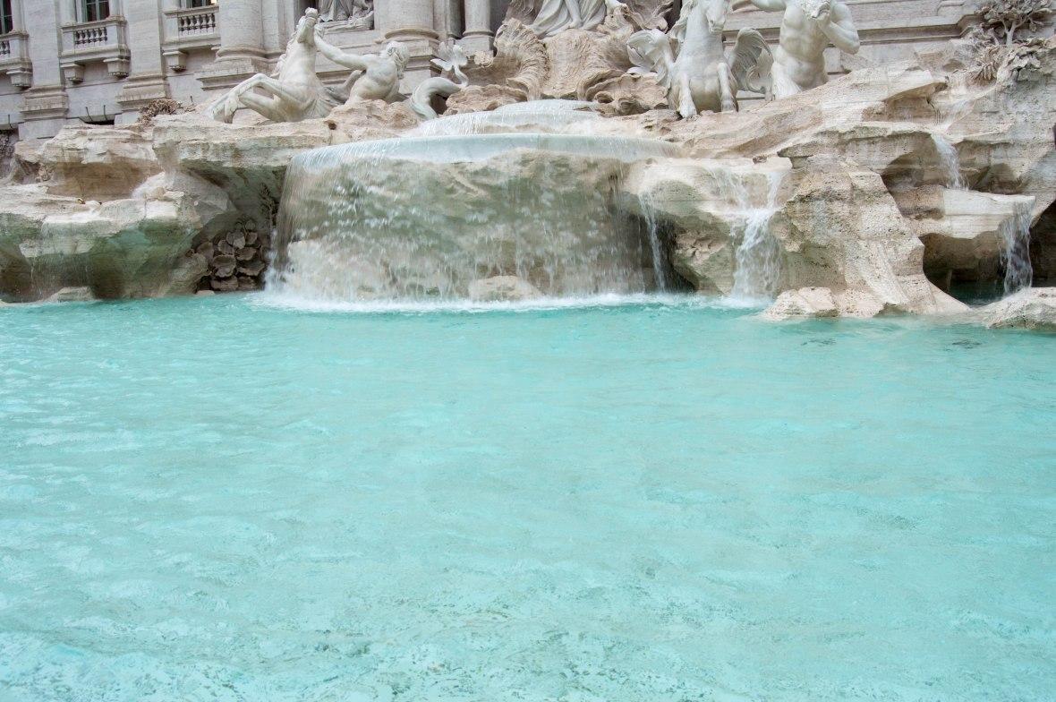 Trevi Fountain, Roma, Italy