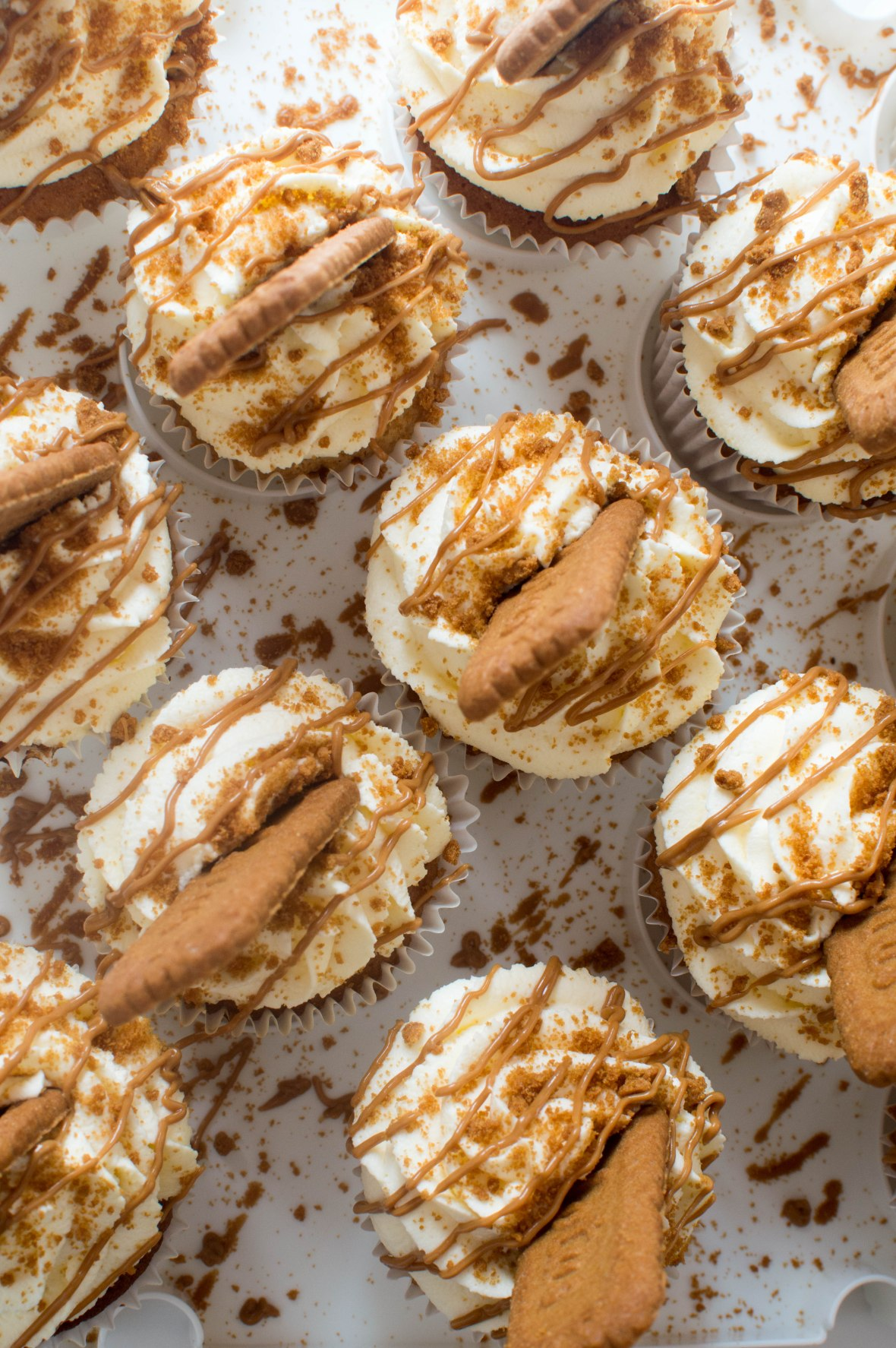 Lotus Biscoff Cupcakes With Whipped Cream Frosting And Speculoos Drizzle - Kay's Kitchen