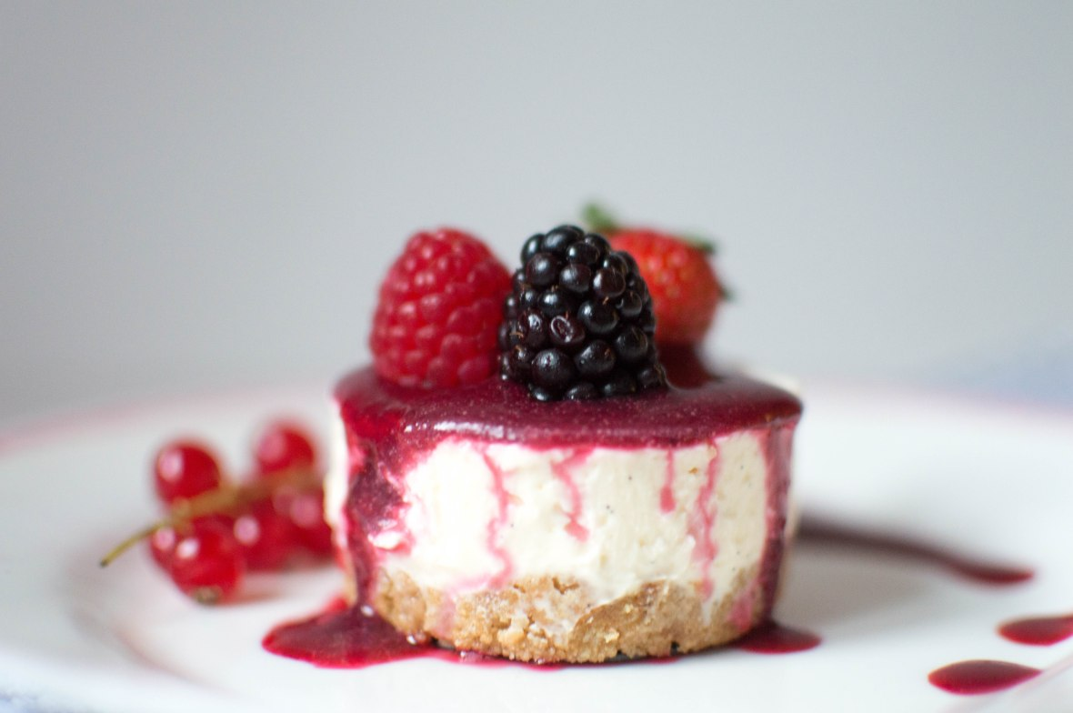 individual-vanilla-cheesecakes-with-berry-coulis-kays-kitchen