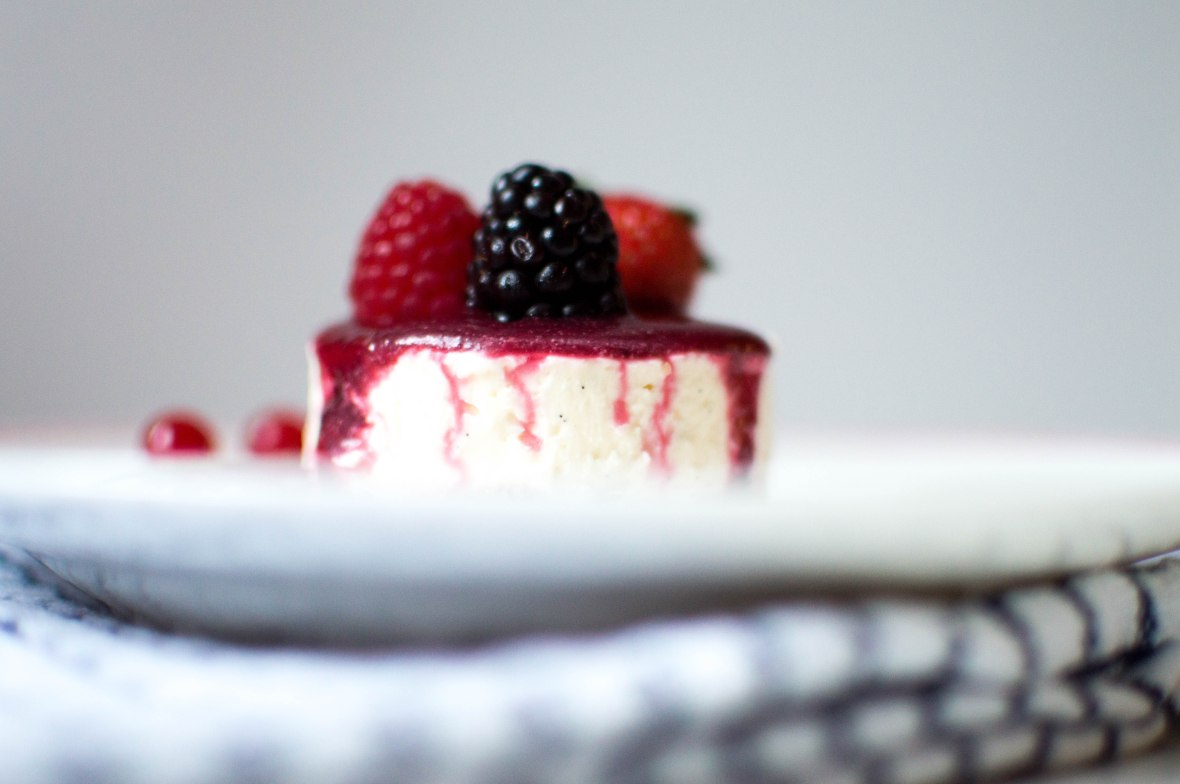 mini-vanilla-and-berry-cheesecakes-kays-kitchen