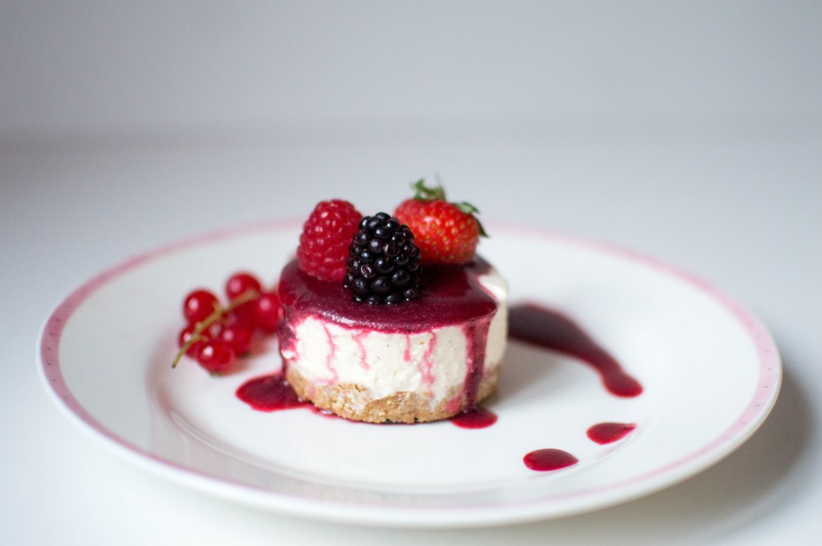 mini-vanilla-cheesecake-with-berry-coulis-fresh-berries-kays-kitchen