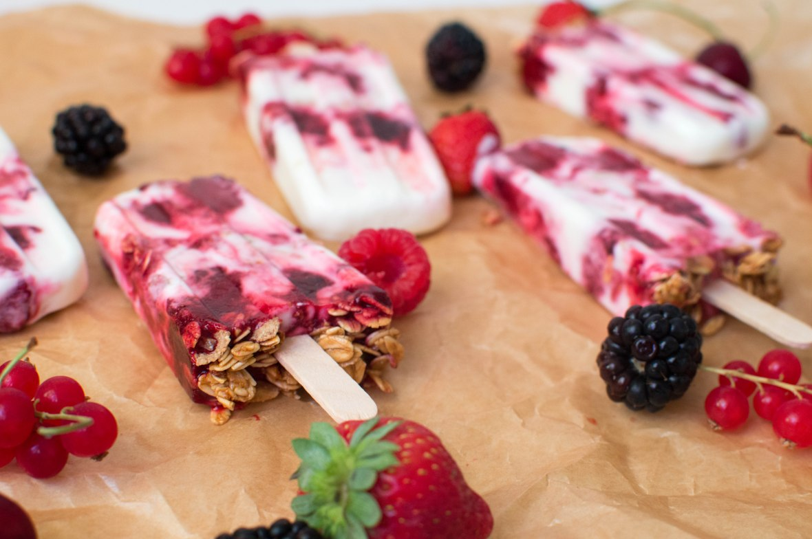 berry-frozen-yoghurt-and-granola-popsicles-kays-kitchen