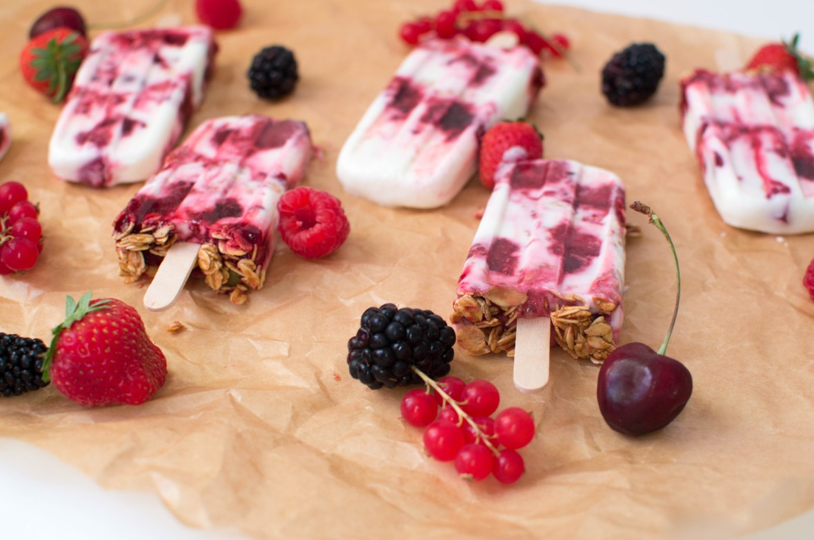 mixed-berry-frozen-yoghurt-granola-lollies-kays-kitchen