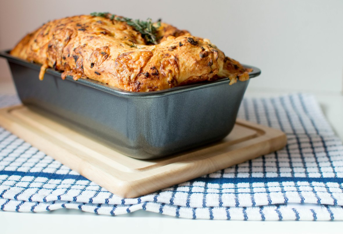 sundried-tomato-thyme-cheddar-bread-kays-kitchen