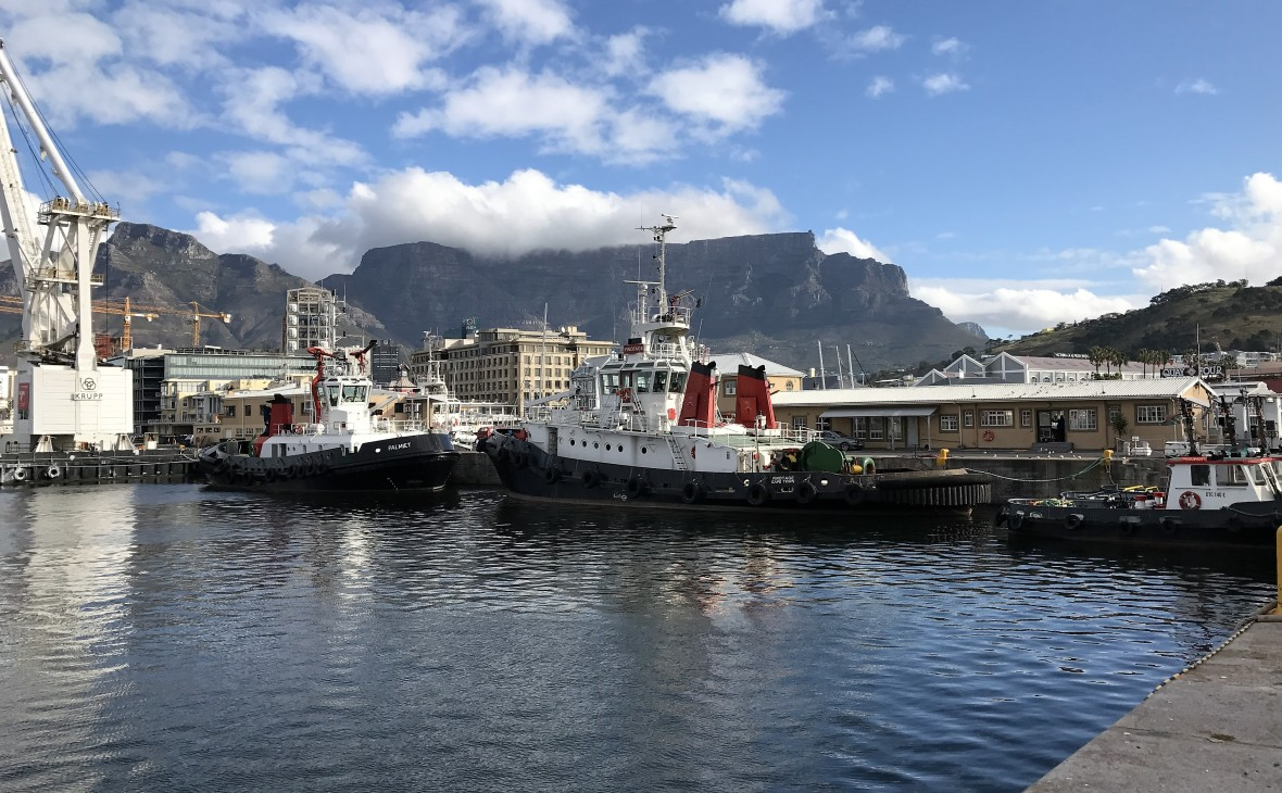 boats-at-va-waterfront-cape-town-south-africa