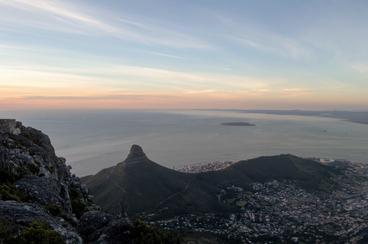 sun-setting-over-cape-town-table-mountain-south-africa