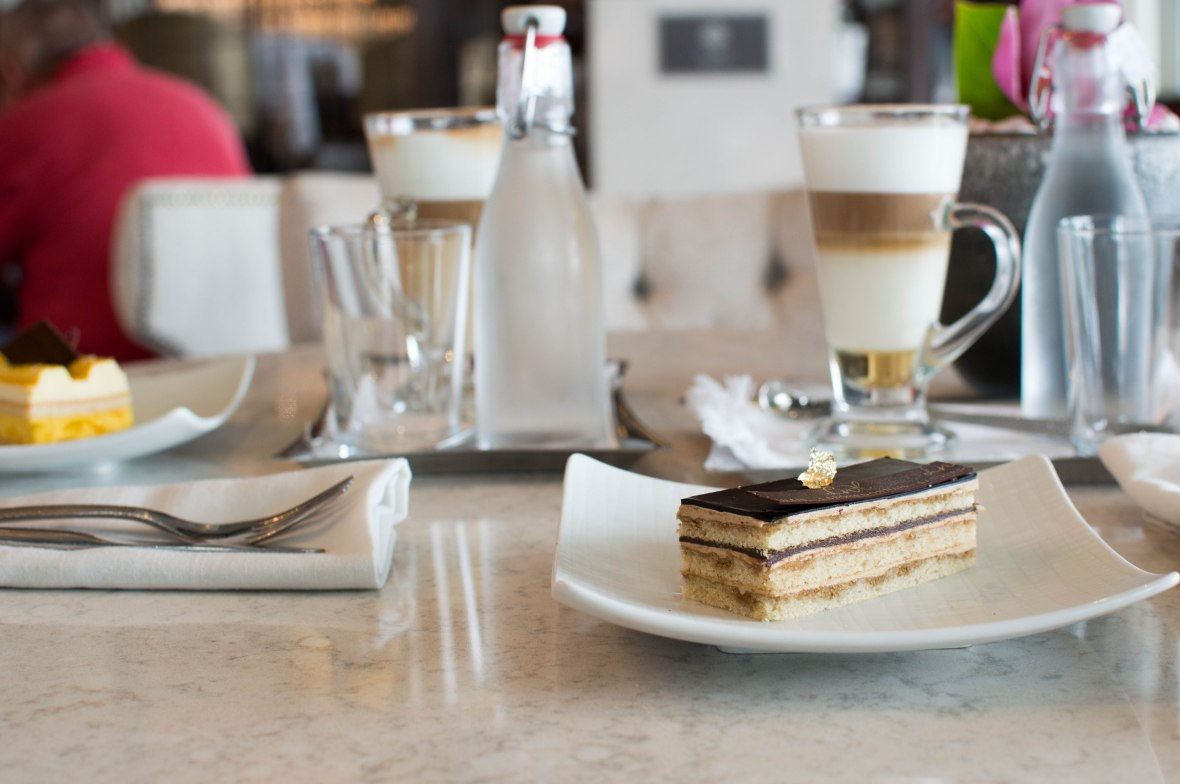 coffee-and-cake-at-the-le-labourdonnais-waterfront-mauritius