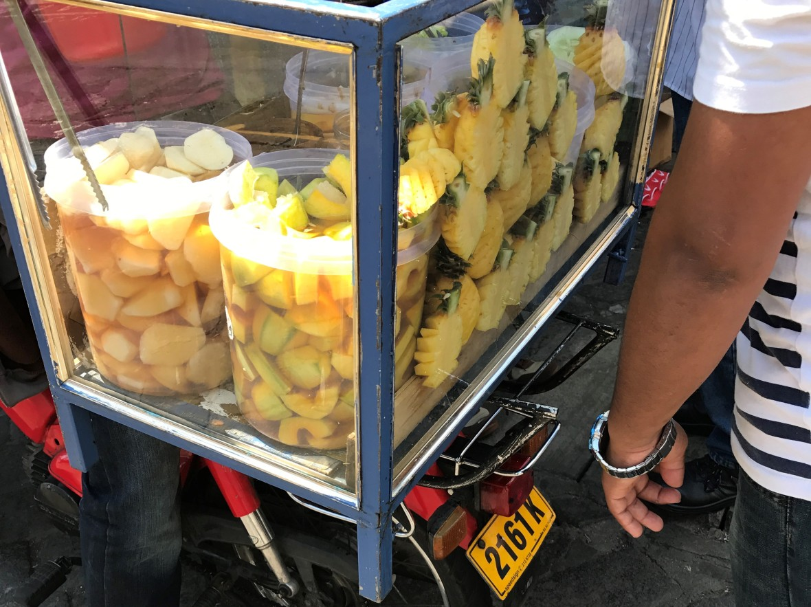roadside-pineapples-mauritius
