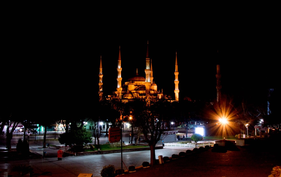 blue-mosque-by-night-istanbul-turkey