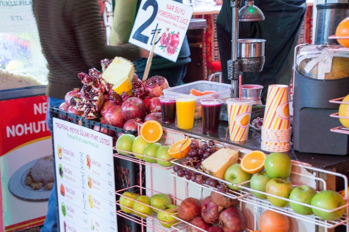 fresh-pomegranate-juice-istanbul-turkey