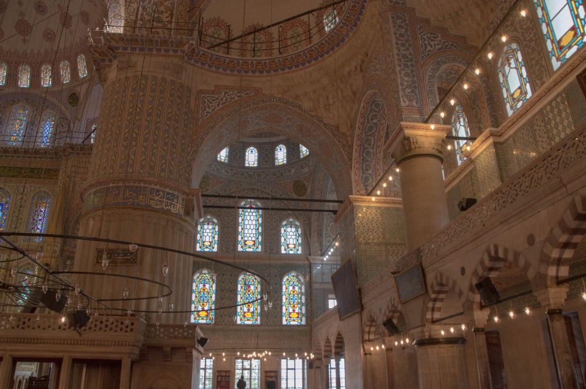 inside-th-blue-mosque-istanbul-turkey