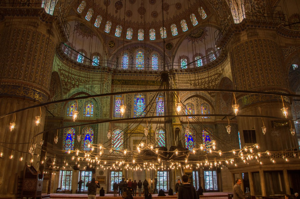 inside-the-blue-mosque-istanbul-turkey