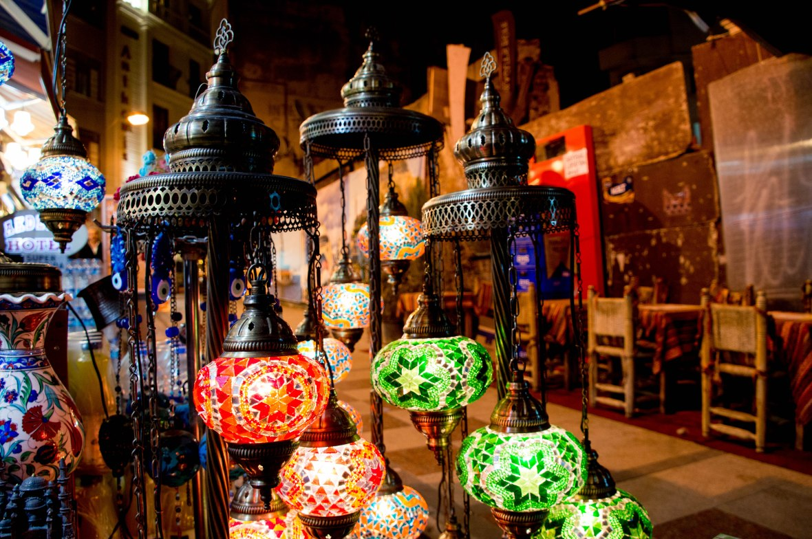 lanterns-at-a-cafe-istanbul-turkey