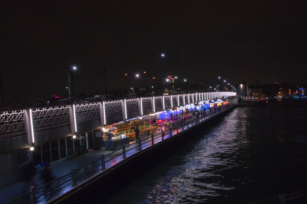 restaurants-galata-bridge-night-time-istanbul-turkey