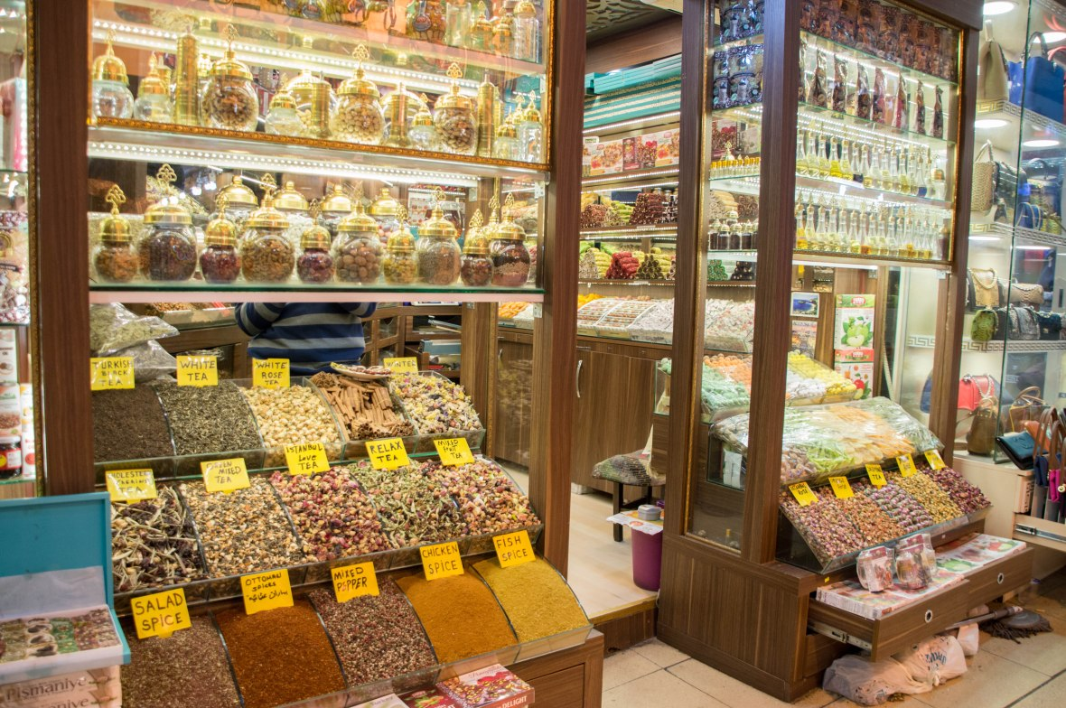 spices-and-teas-grand-bazaar-istanbul-turkey