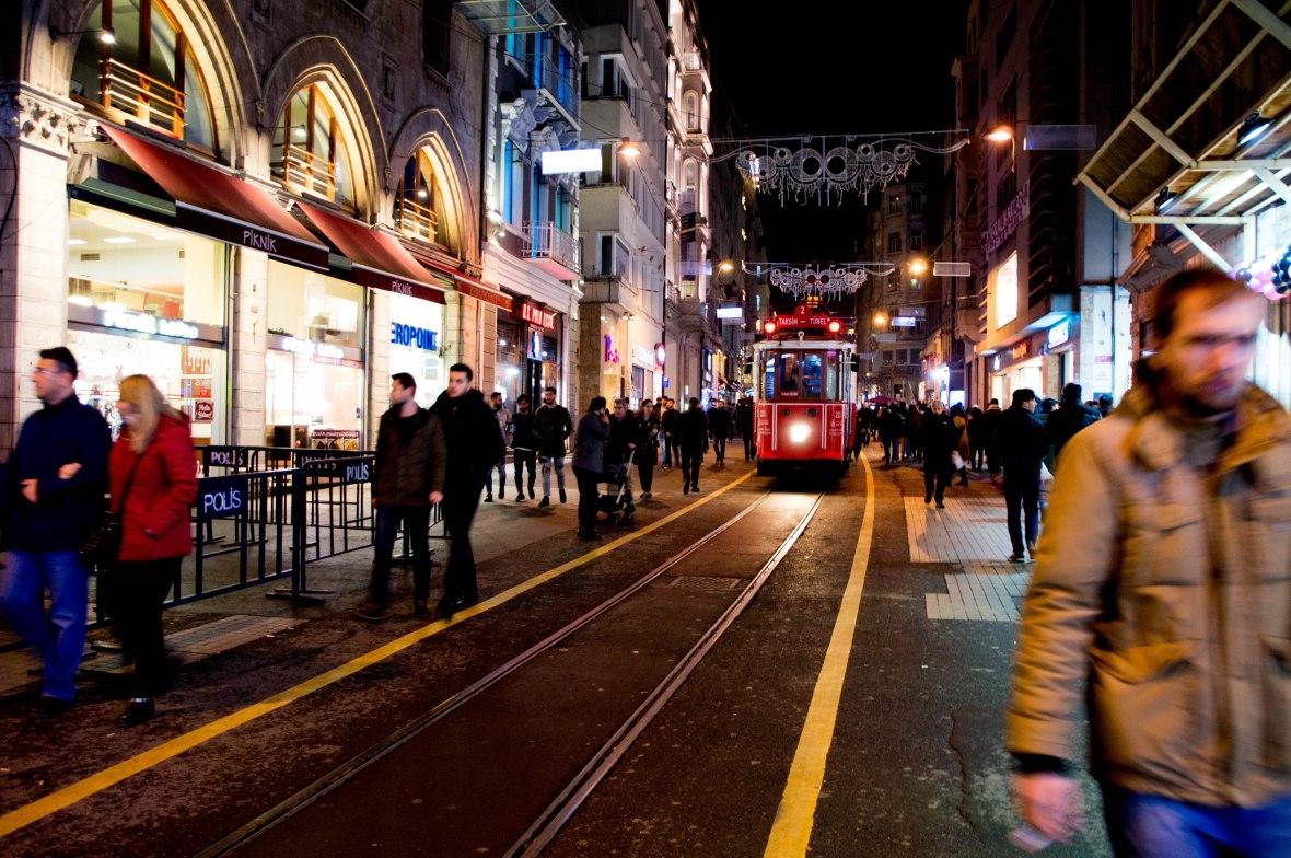 taksim-tramvay-istiklal-avenue-istanbul-turkey