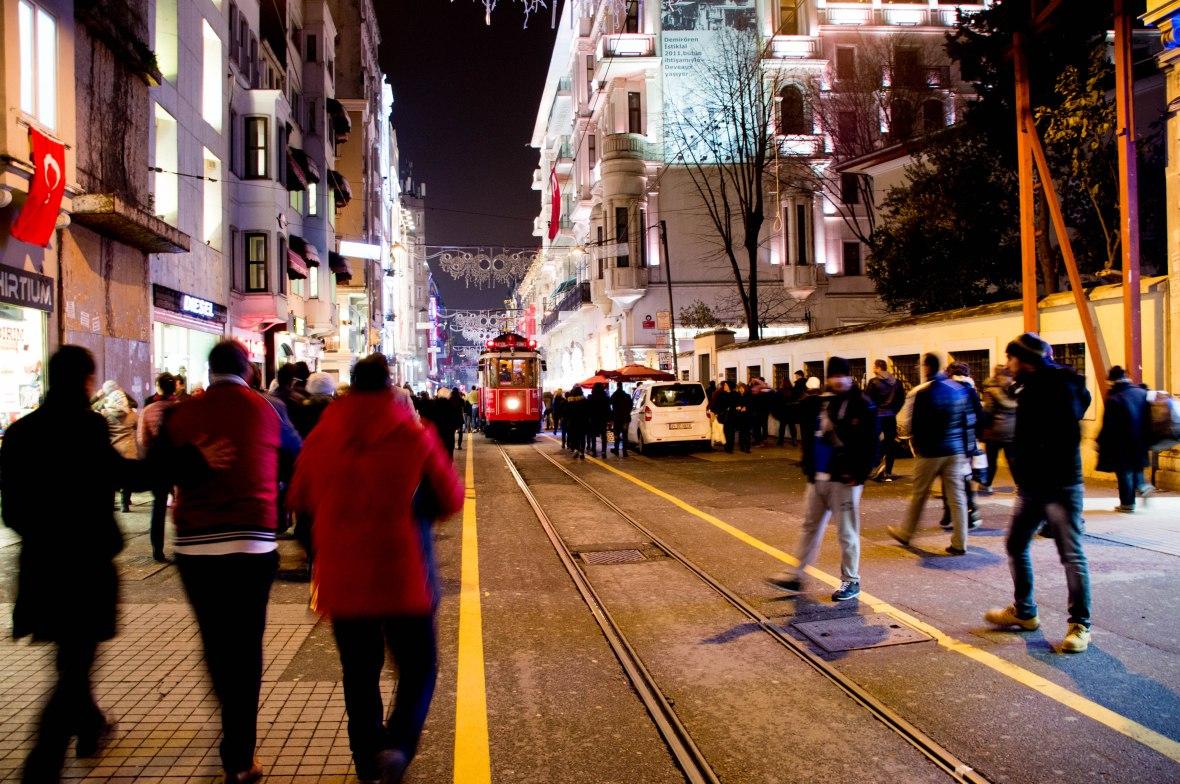 tram-istiklal-avenue-istanbul-turkey