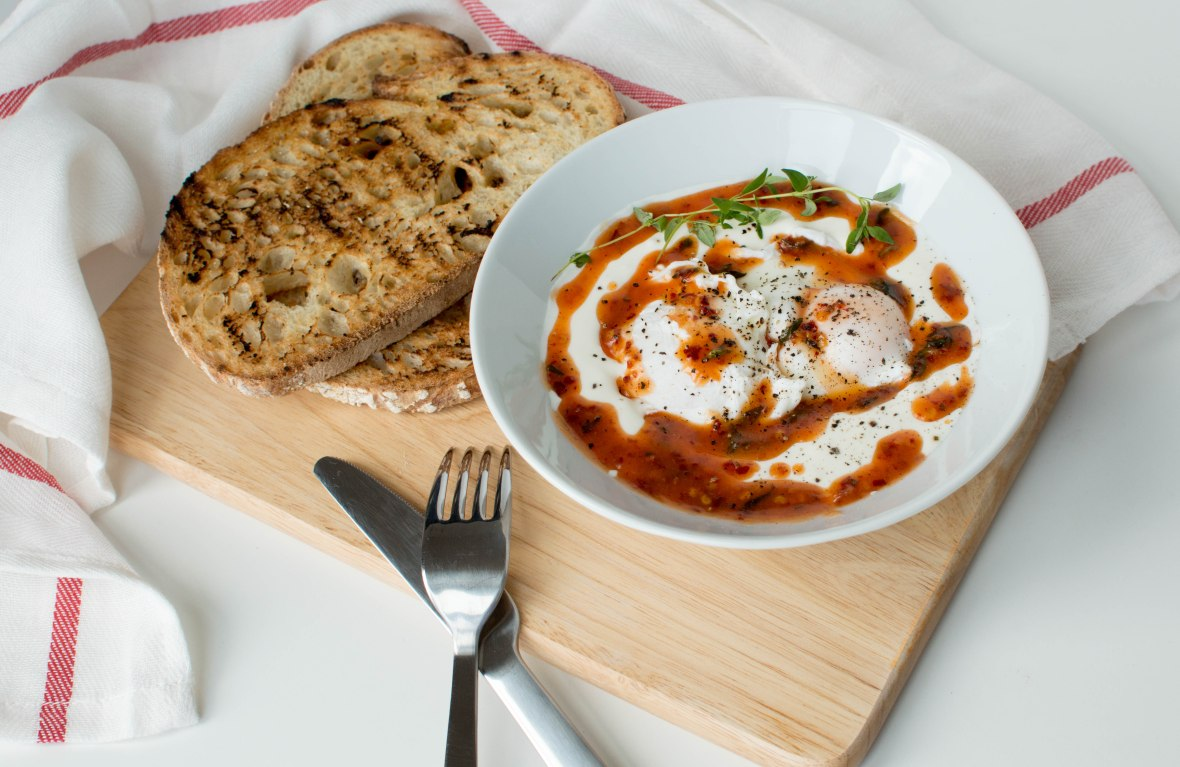 turkish-poached-eggs-in-yogurt-cilbir-kays-kitchen