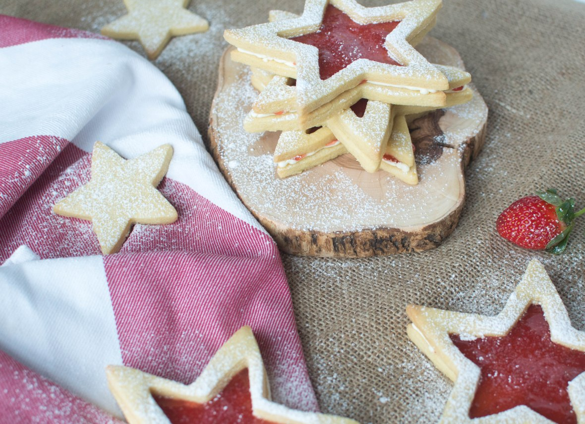 Jammy Star Biscuit Sandwiches - Kay's Kitchen
